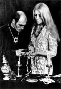 Veštičiji kralj Engleske, Alex Sanders sa suprugom Maxine