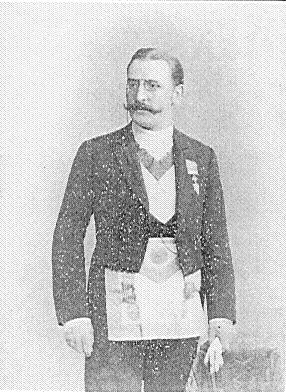 Theodor Reuss sa masonskim regalijama